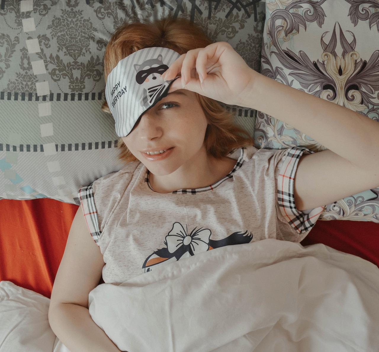 Sleep Mask Dream Vacation Bed  - Victoria_Borodinova / Pixabay